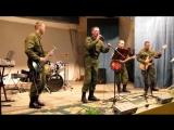 Российские военнослужащие с кавер-версией песни Чижа и Ко Фантом.