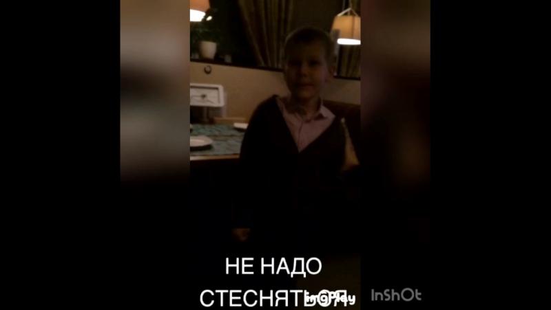 Андрей проспорил и теперь танцует