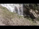 Ничего необычного. Просто дорога, идущая через водопад в Непале...