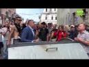Харьковчане заблокировали Кернеса и титушек в городском совете а его заместителя Андрея Руденко бросили в мусорный бак