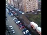 Люди на улице Домбайской четвёртый год ждут не то чтобы канатное метро, но хотя бы гравий.