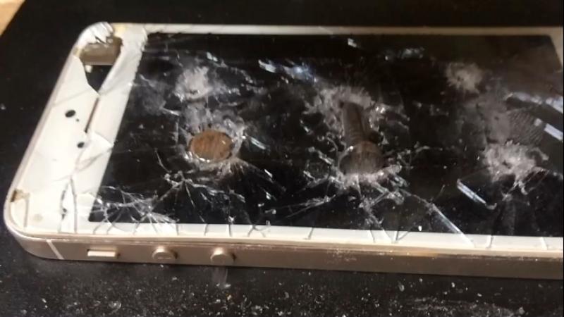 IPhone 5s прибитый в рамочке