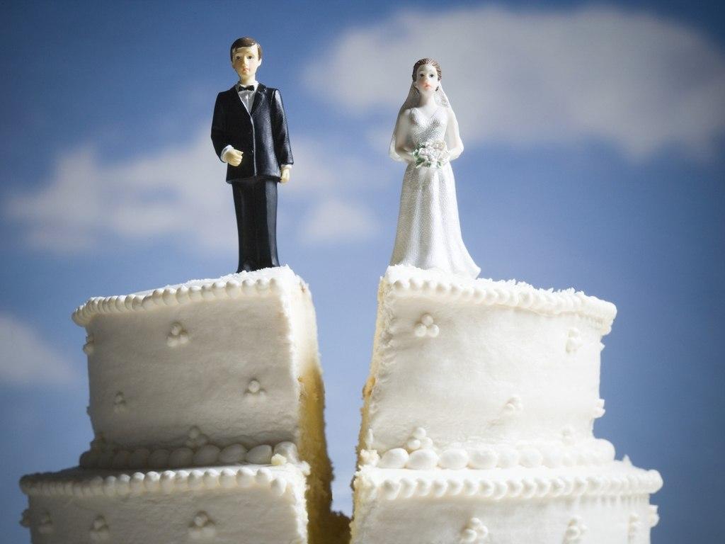 biIXnwGcYXY - Замечательные способы расторжения брака со всего света