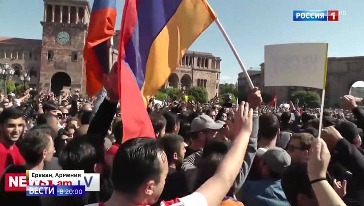 Вести.Ru: Серж Саргсян признал ошибку: Армении предстоит выбирать нового премьер-министра