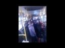 В Красноярском автобусе пассажиры поймали карманников и нашли у них украденный у девушки кошелек