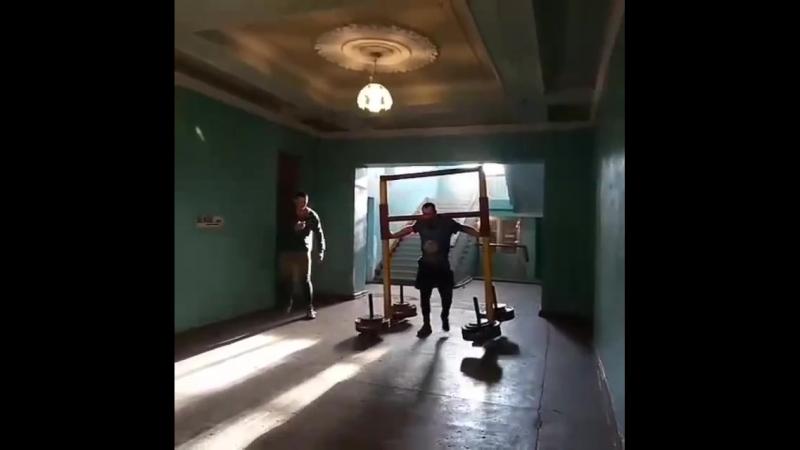 Михаил Ходяков (Украина), коромысло - 400 кг на 20 метров 💪💪💪