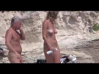 Видео скрытой камерой на диком пляже