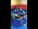 Сидя на мячах