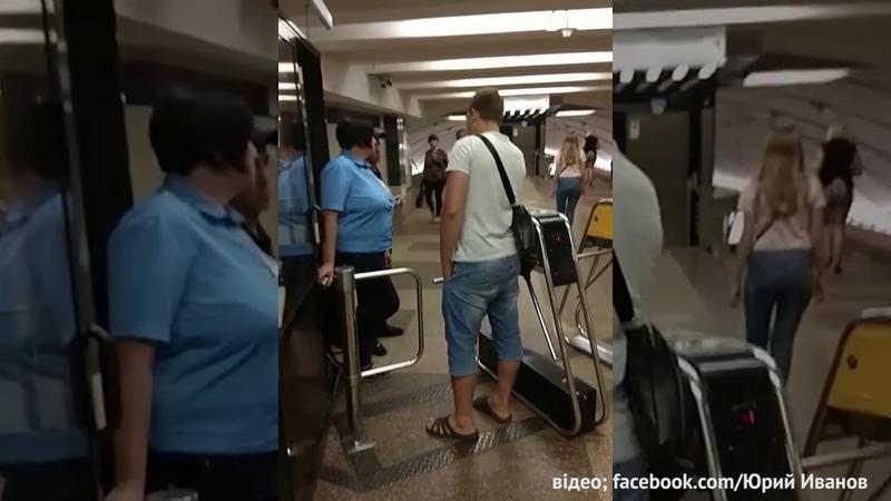 Київський хлопець безкоштовно катає киян в метро