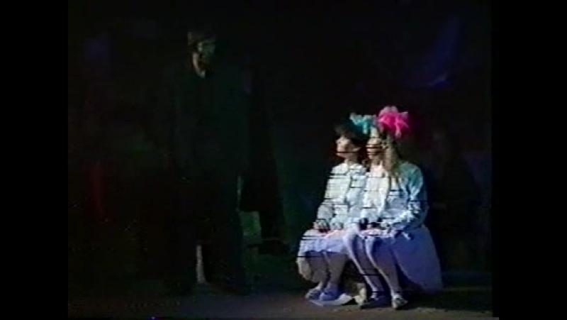 спектакль Собаки народного театра КГПИ города Кирова, режиссёр Павел Викторович Исайкин.