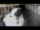 В Милане студент прыгнул на пути в метро чтобы спасти ребенка