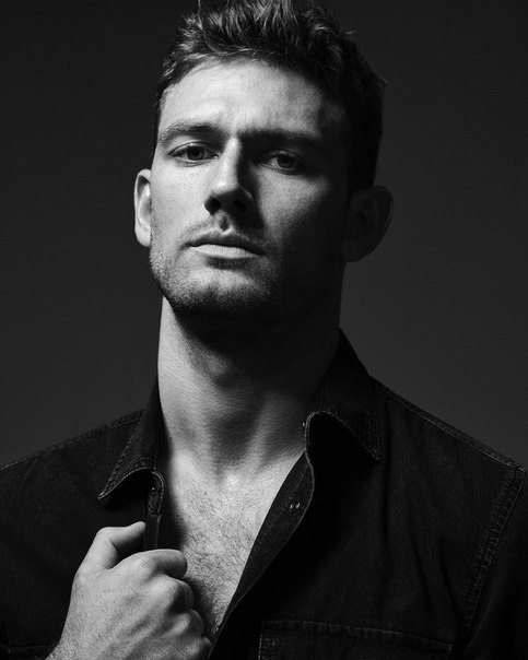 Алекс Петтифер (28)