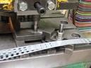 Штамповка квадратных окон в полосе толщиной 0,6 мм.