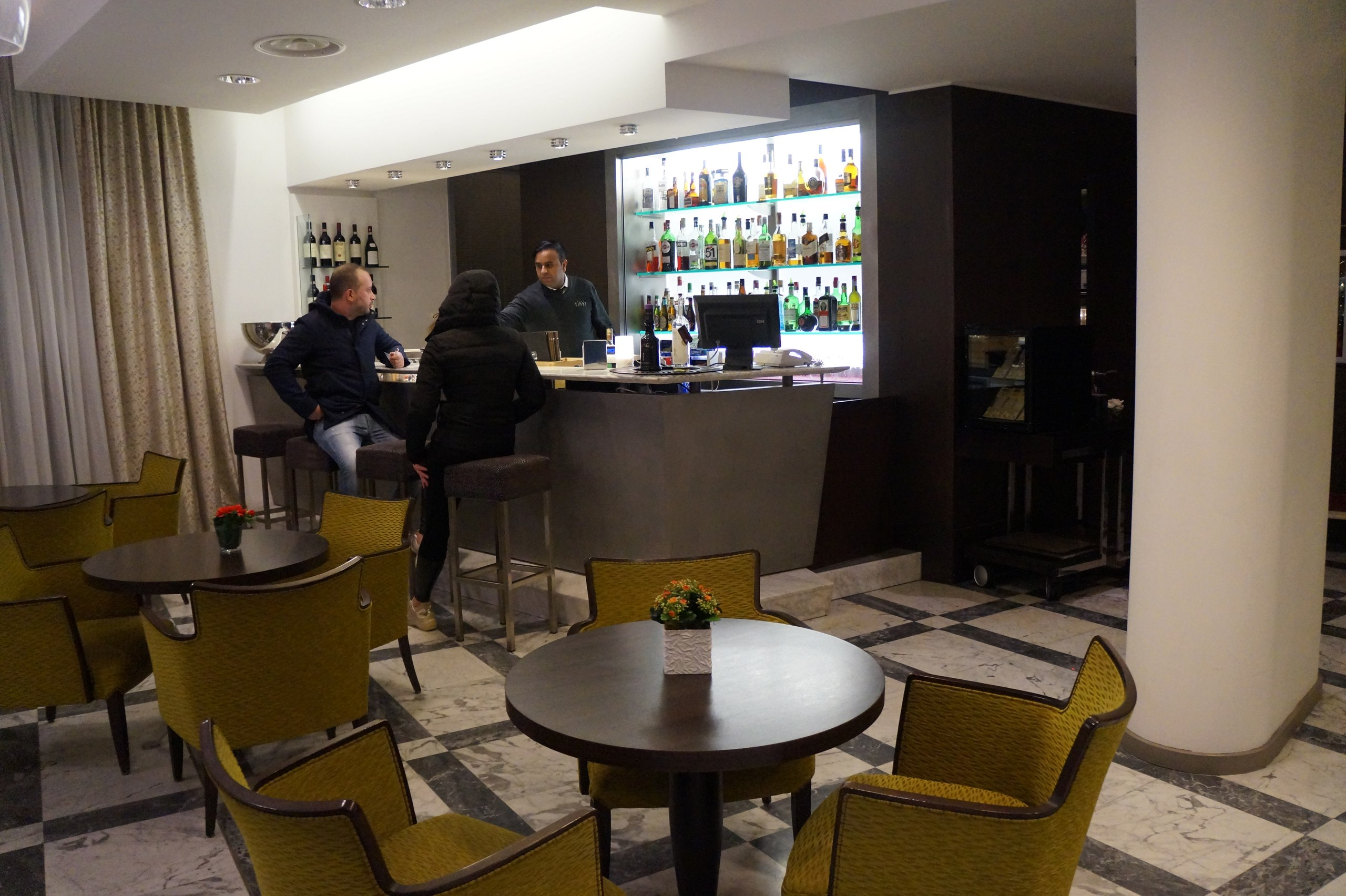Airport hotels - what are they? airport, hotel, usually, something, airport, near, Milan, hotel, quite, very, sleep, city, all, very, day, time, next, itself, to do, also