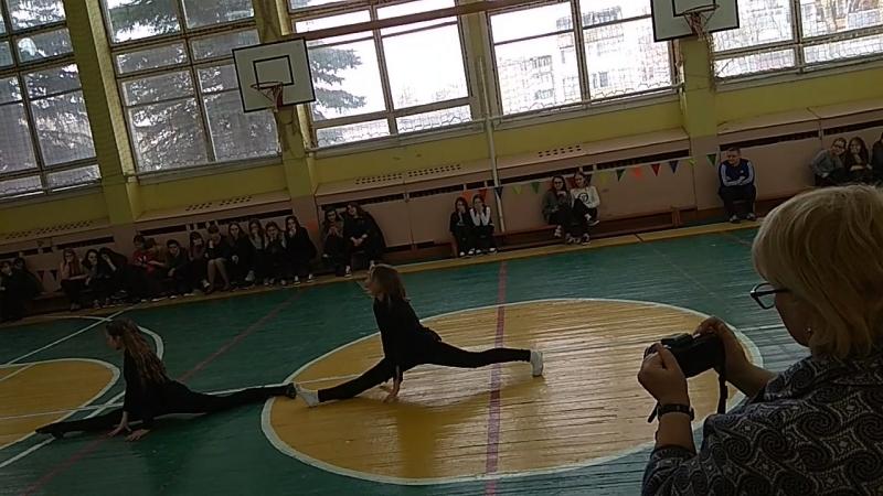 Красота и грация. Даша Шамолина и Маша Романова