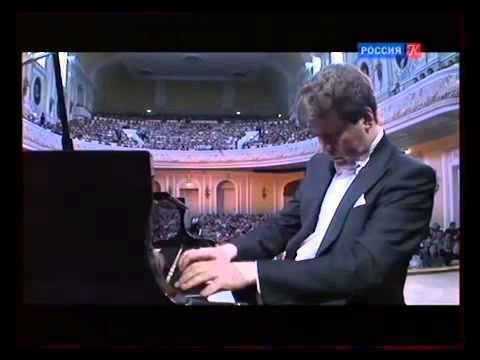 Денис Мацуев. Звучит Соната №23 Аппассионата (Л. ван Бетховен).