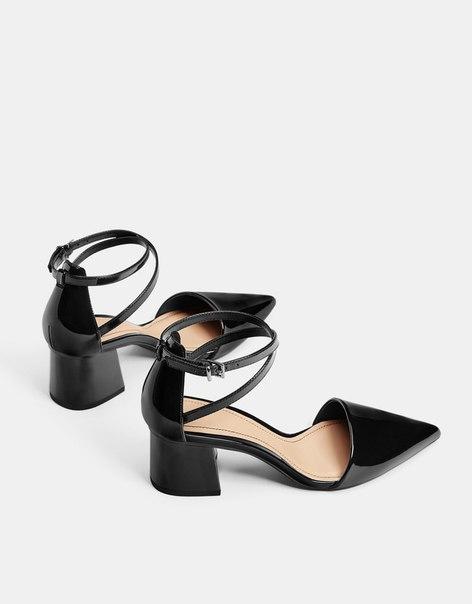 Лакированные туфли на среднем каблуке