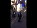 Пацан классно танцует