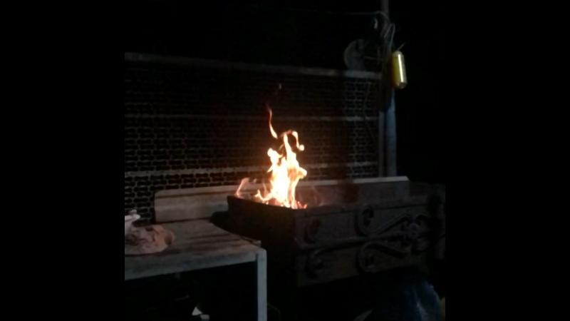 В огне, есть что-то величественное..🔥☝🏼