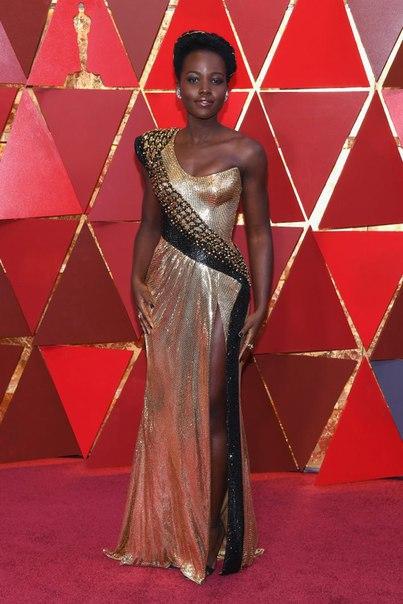 #News #Опрос Лучшие платья звезд на красной дорожке «Оскара»