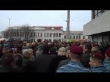 Симферополь. 22 февраля, 2014. Погибших двух бойцов Беркута и Тигра в последний путь аплодисментами.
