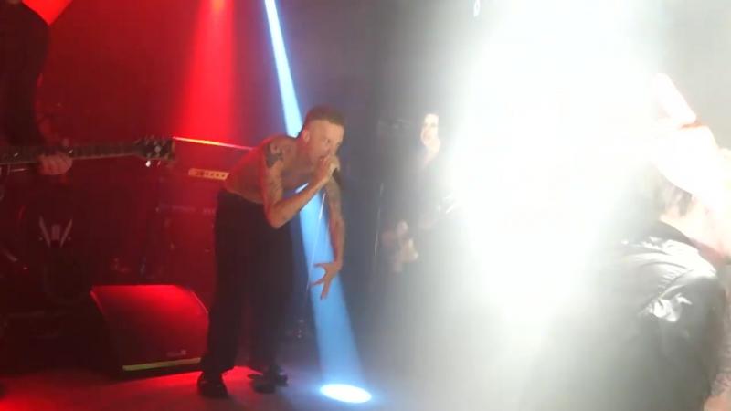 Johnny Depp, Marilyn Manson Ninja - The Beautiful People (LIVE HD) Hollywood The Roxy