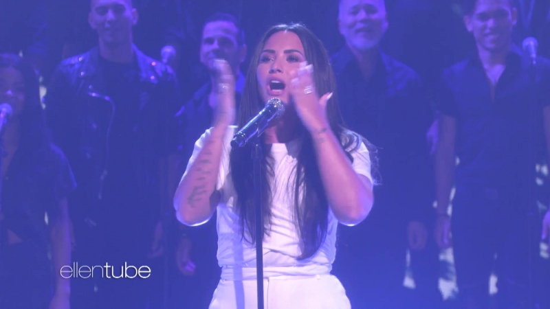 Demi Lovato Performs 'Tell Me You Love Me'