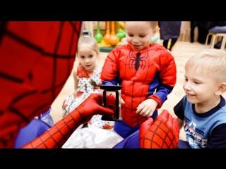 Два супергероя на одном Детском дне рождения? Легко!