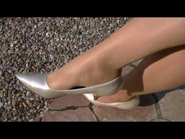 Shoeplay in silver Pumps