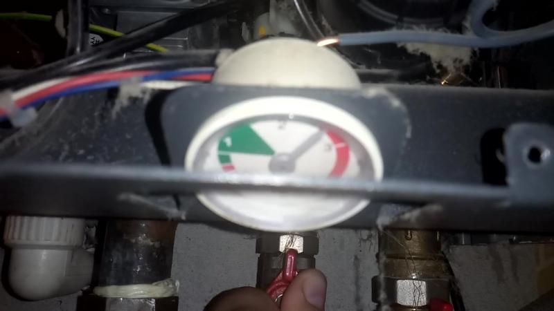 Baxi Fourtech подача воды давление с 0 до красной зоны и сброс воды