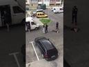 Преступник отобрал пистолет и убежал Шокирующее видео