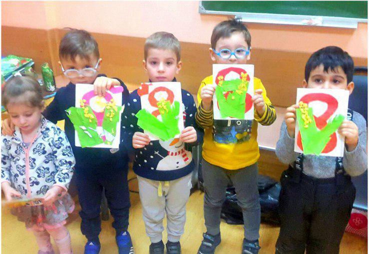 Юные жители Ховрина посоревновались в изготовлении открыток