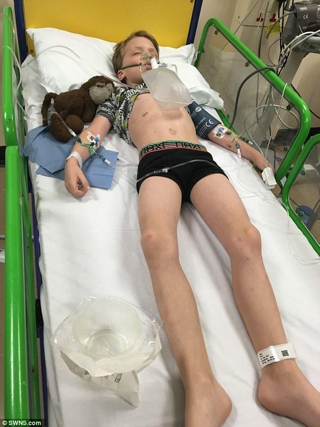 Менингит за 24 часа унёс жизнь юного Оливера. Когда он поступил в университетскую больницу в Норфолке, врачи пытались сделать всё возможное.