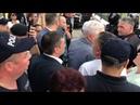 Протестующие проводили Воронина к машине криками Вор вор