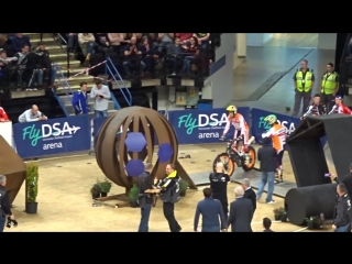 Adam Raga vs Toni Bou - Sheffield Indoor Motorbike Trial 2018.mp4