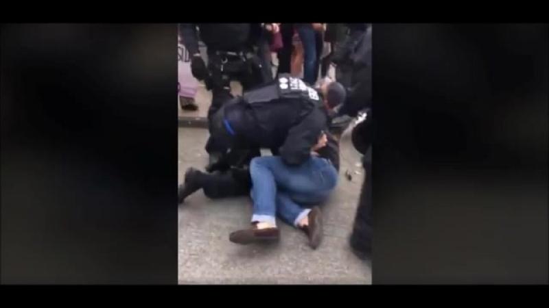 Chef des Jobcenters wird bei einer -Demo gegen Nazis- recht robust niedergerangelt und verhaftet--