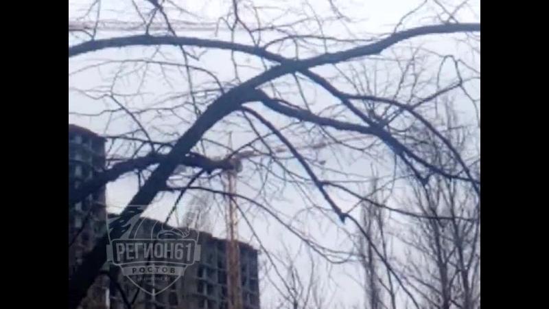 Ветер раскрутил башенный кран на ГПЗ. 21 марта.