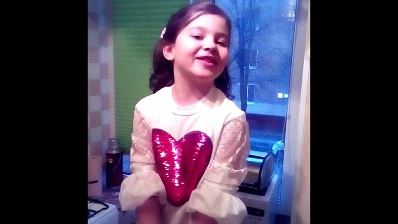 Маленькая Даша красиво поет- Ну, а дождик льется, льется (Славич и Юлия)