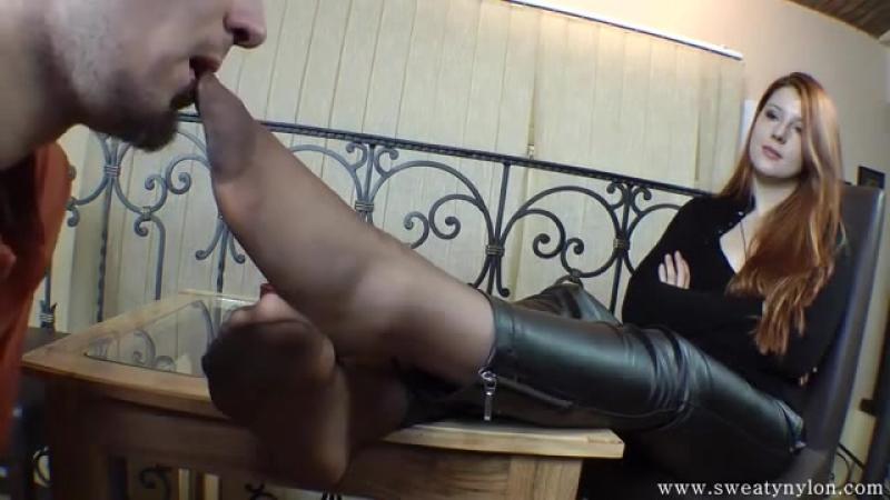 Goddess Victoria Femdom Foot fetish Фут-фетиш раб вылизывает и нюхает ножки slave licking feet nylon sniff femdom
