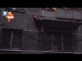 Молодой человек спас девочку из закрытой квартиры