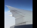 Изгиб крыла Boeing 777 при сильной турбуленции
