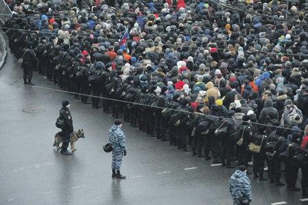 Чем больше толпа, тем меньше она думает рационально (Фото PhotoXPress)