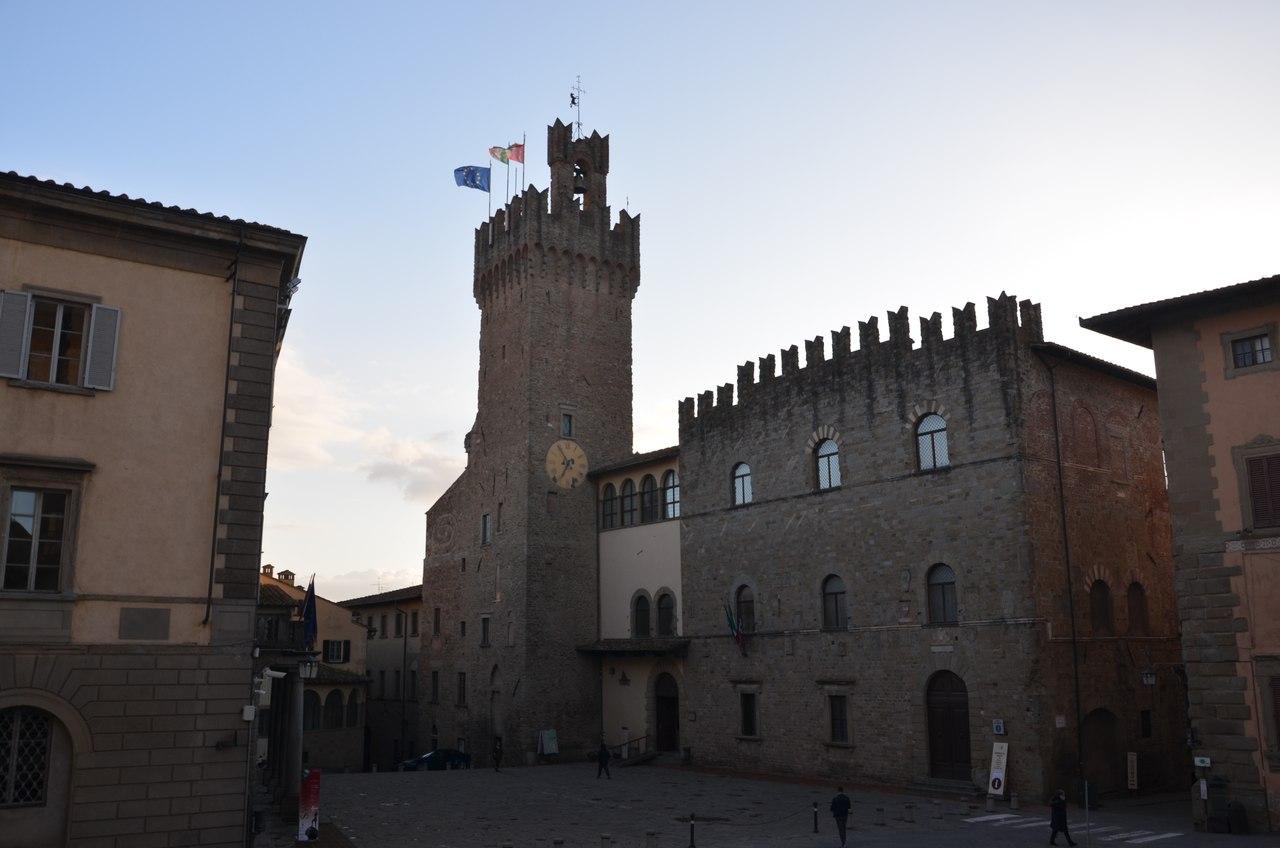 s0-mfUGzLP0 Ареццо один из самых очаровательных городов Италии.