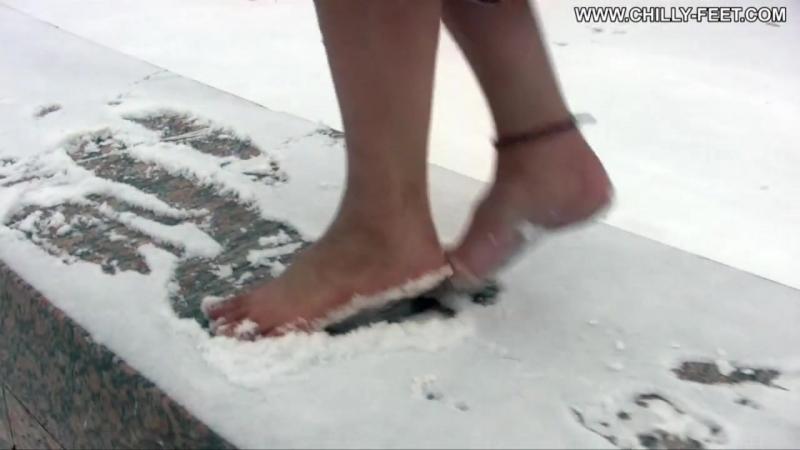 Оля босиком по снегу. Часть 1_3