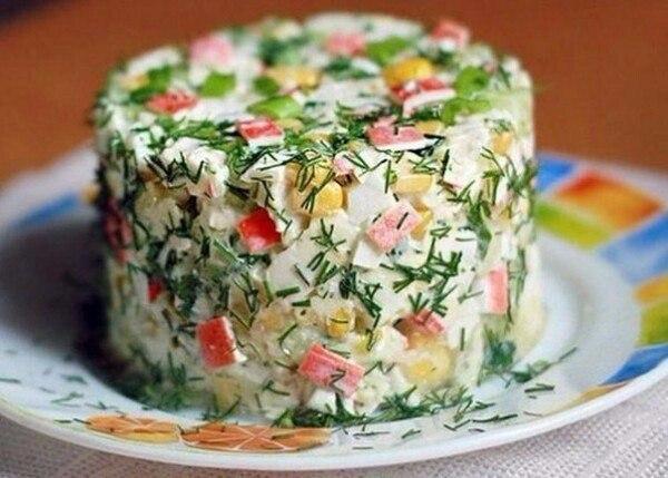 салат из крабовых палочек, яблока и огурца ингредиенты: полностью...