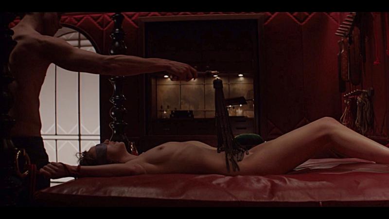 красном платье секса сцены женщина в