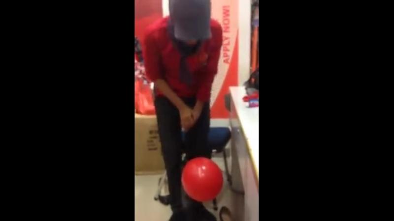 Ngintip aja orng genjot balon.. wkwkwkkw