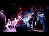Група Рококо виступа , повний зал в Копальн кави