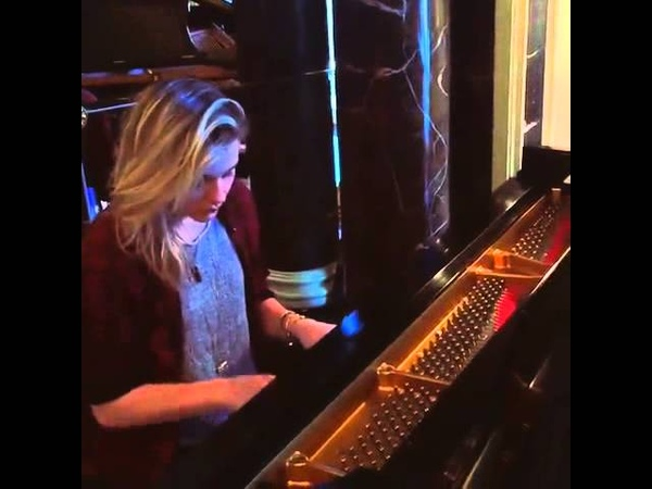 Хлоя Морец игра на фортопиано