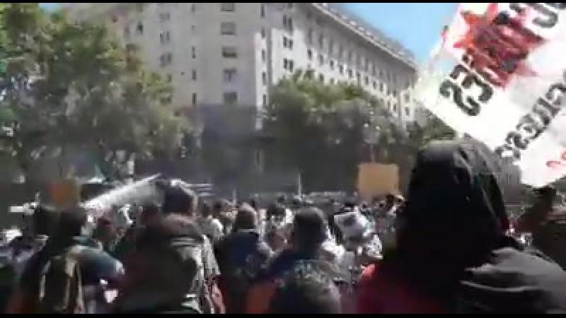 Аргентинские троцкисты (Democracia Obrera-FLTI CI) в схватке с легавыми в Буэнос-Айрес